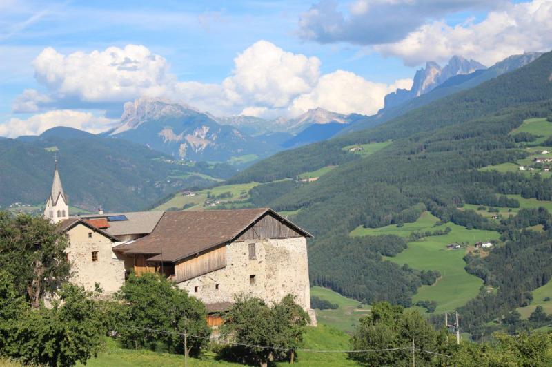 Maso Ansitz Schloss Gravetsch con le montagne